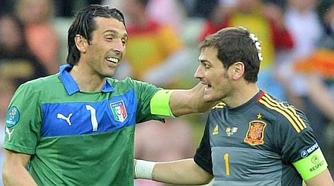 Gigi Buffon e Iker Casillas. Afp