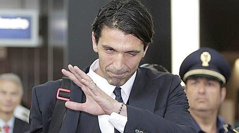 Gigi Buffon al rientro in Italia dopo l'Europeo. Ansa