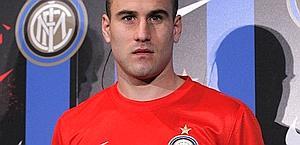 Rodrigo Palacio con la nuova seconda maglia. Ap