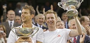 Frederik Nielsen e Jonathan Marray col trofeo. Ap