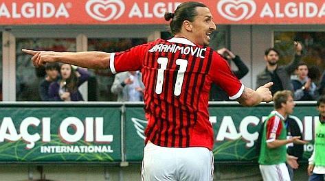Zlatan Ibrahimovic, 30 anni, con la maglia del Milan, la sua ex squadra. Forte