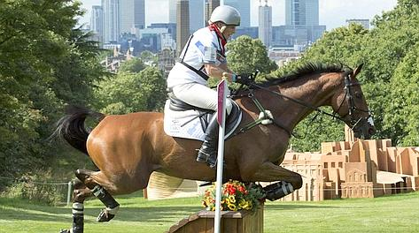 Zara Phillips in azione nel cross country