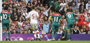 Peralta a segno contro la Svizzera. E' il gol vittoria per il Messico. Ap