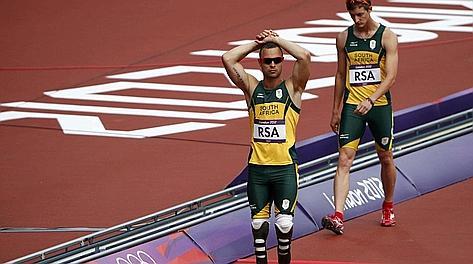 Pistorius amareggiato dopo la debacle in semifinale. Reuters