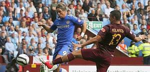 Fernando Torres scocca il sinistro dell'1-0. Reuters