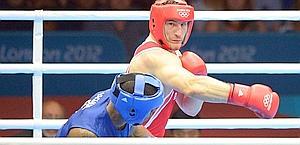 Roberto Cammarelle, in azione contro Joshua. Afp