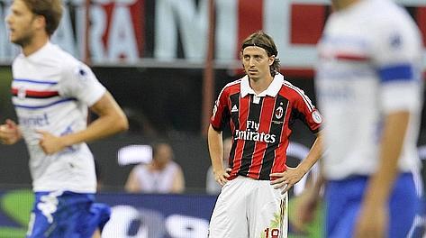 Riccardo Montolivo deluso dopo il gol doriano. Ap