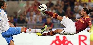 Osvaldo in sforbiciata, quella del momentaneo pari. Reuters