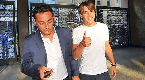 Bojan Krkić, oggi 22 anni, in via Turati con il suo agente. Furlan