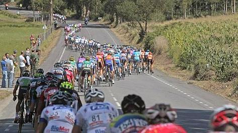 Gruppone allungato alla Vuelta