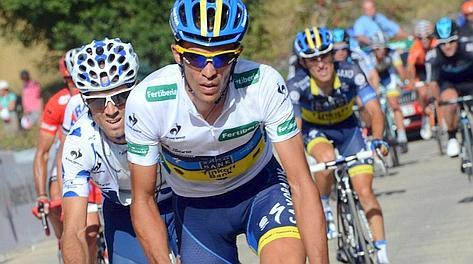 Contador sferra il primo attacco, Valverde alla sua ruota