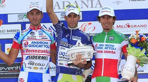 Il podio del Padania 2012: Charini, il vincitore Nibali e Pellizotti. Bettini