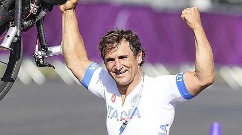 Alex Zanardi a Londra ha vinto 3 medaglie. Ap