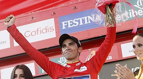 La gioia di Alberto Contador sul podio della Vuelta. Reuters