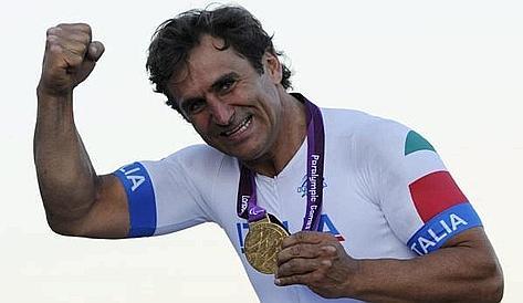 Alex Zanardi, 45 anni, ha perso le gambe nel 2001. Ansa