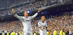 Cristiano Ronaldo festeggia con Pepe. Reuters