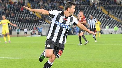 Antonio Di Natale esulta dopo il gol dell'1-1. Ansa