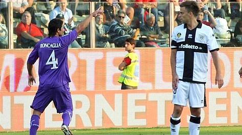 Facundo Roncaglia, 25 anni, esulta dopo l'1-0. Ansa