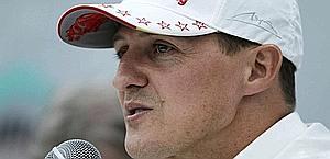 Michael Schumacher, 43 anni, durante la conferenza stampa d'addio. Ap