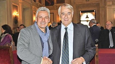 Roberto Baggio con il sindaco di Milano, Giuliano Pisapia, a Palazzo Marino. Omnimilano