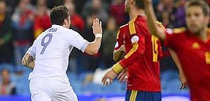 Olivier Giroud festeggia il pari alla Spagna: 1-1. Afp
