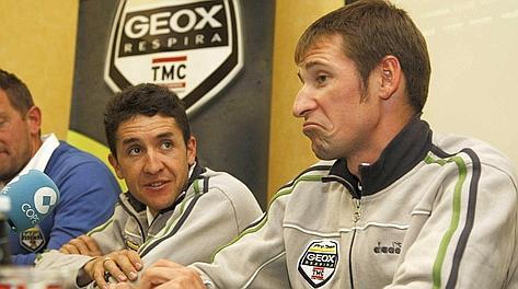Denis Menchov, vincitore del Giro 2009. Bettini
