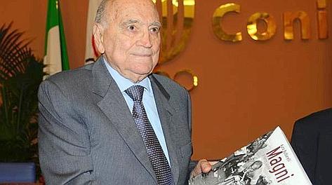 L'ultima immagine pubblica di Fiorenzo Magni, il 12 ottobre al salone d'onore del Coni. Ansa