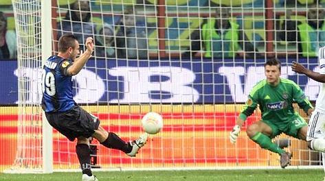 L'occasione fallita da Antonio Cassano nella ripresa: palla in Curva. Ansa