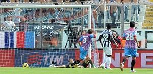 Bergessio esulta, ma il suo gol non verrà convalidato. Ansa