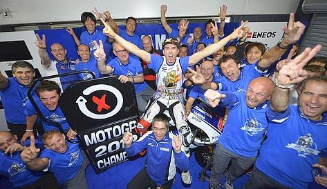 La festa di Lorenzo e della Yamaha. Milagro