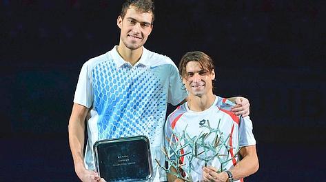 Jerzy Janowicz, 203 centimetri, col vincitore David Ferrer. Afp