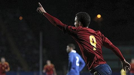 Rodrigo festeggia l'1-0 sull'Italia a Siena. Ansa