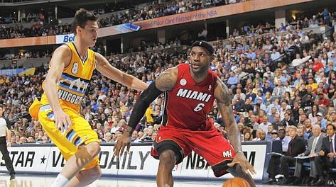 Danilo Gallinari contro LeBron James. Ap