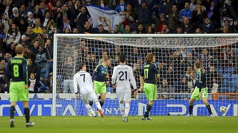 Ronaldo mette dentro l'1-0 Real. Ap