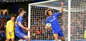 David Luiz esulta dopo il vantaggio. Ansa