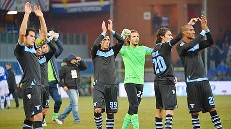 Festa Lazio a Genova  il secondo posto è conquistato. Ansa 8087a344af7