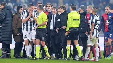 La furia Juve a fine match col Genoa. LaPresse