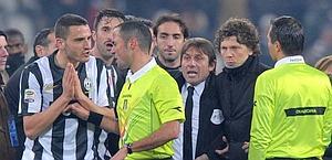 Bonucci e Conte contro Guida al termine di Juve-Genoa. LaPresse