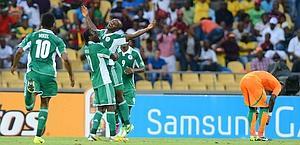 La gioia dei nigeriani dopo il gol partita. Afp