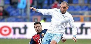 Cristian Brocchi falciato da Matuzalem. Ansa
