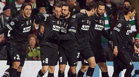 Matri festeggia il gol al Celtic coi compagni. Afp
