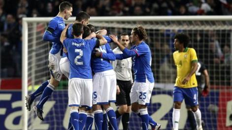 Festa azzurra doo la magia di Balotelli, che vale il 2-2. Afp