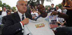 Mennea con Bolt nel 2011. Archivio