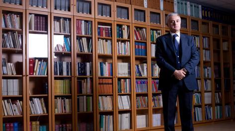 Pietro Mennea nella sua biblioteca in una foto del 2007. Boensch