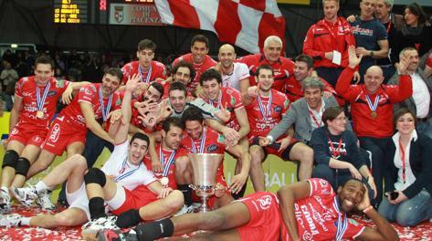 La grande festa della Copra Piacenza con la Challenge Cup. Tarantini