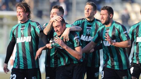 La capolista Sassuolo in festa dopo un gol. LaPresse