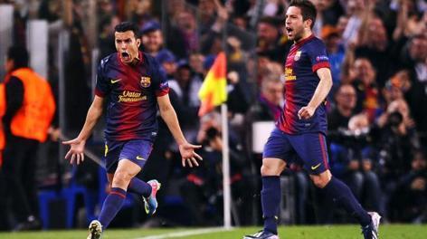 Pedro esulta con Jordi Alba dopo il gol del pareggio. LaPresse