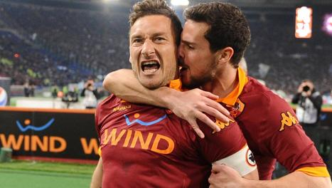 Francesco Totti con Mattia Destro. Ansa