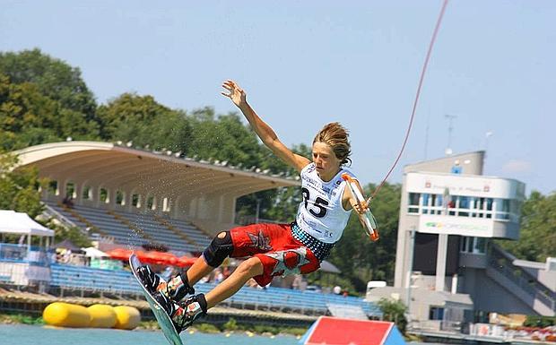, campione europeo di wakeboard , impegnato ai campionati italiani