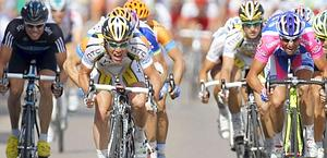 Mark Cavendish wins stage 6 of the 2010 Tour. Reuters